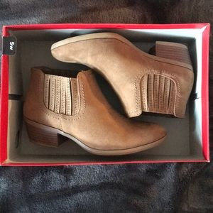 AE booties size 5